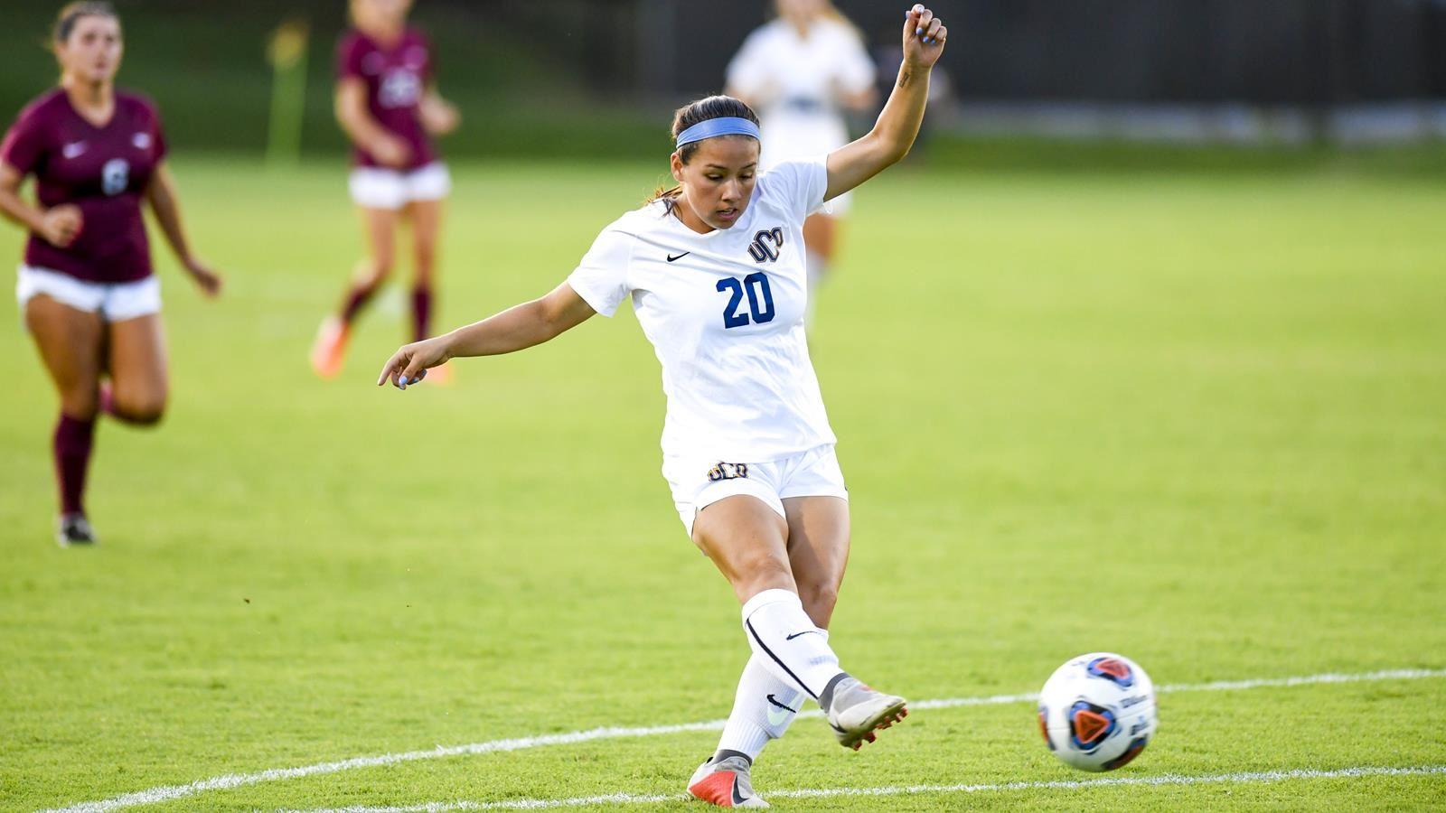 Soccer Stays Unbeaten to Start MIAA Play