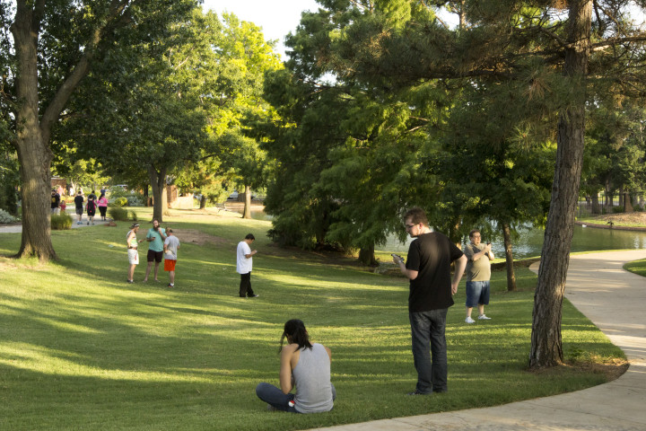Visitors to Will Rogers park walk and watch their phones for any Pokemon that may show up. Pokemon Go requires players to walk around if they plan on catching more than a couple of Pokemon. Photo by Ryan Naeve / The Vista.