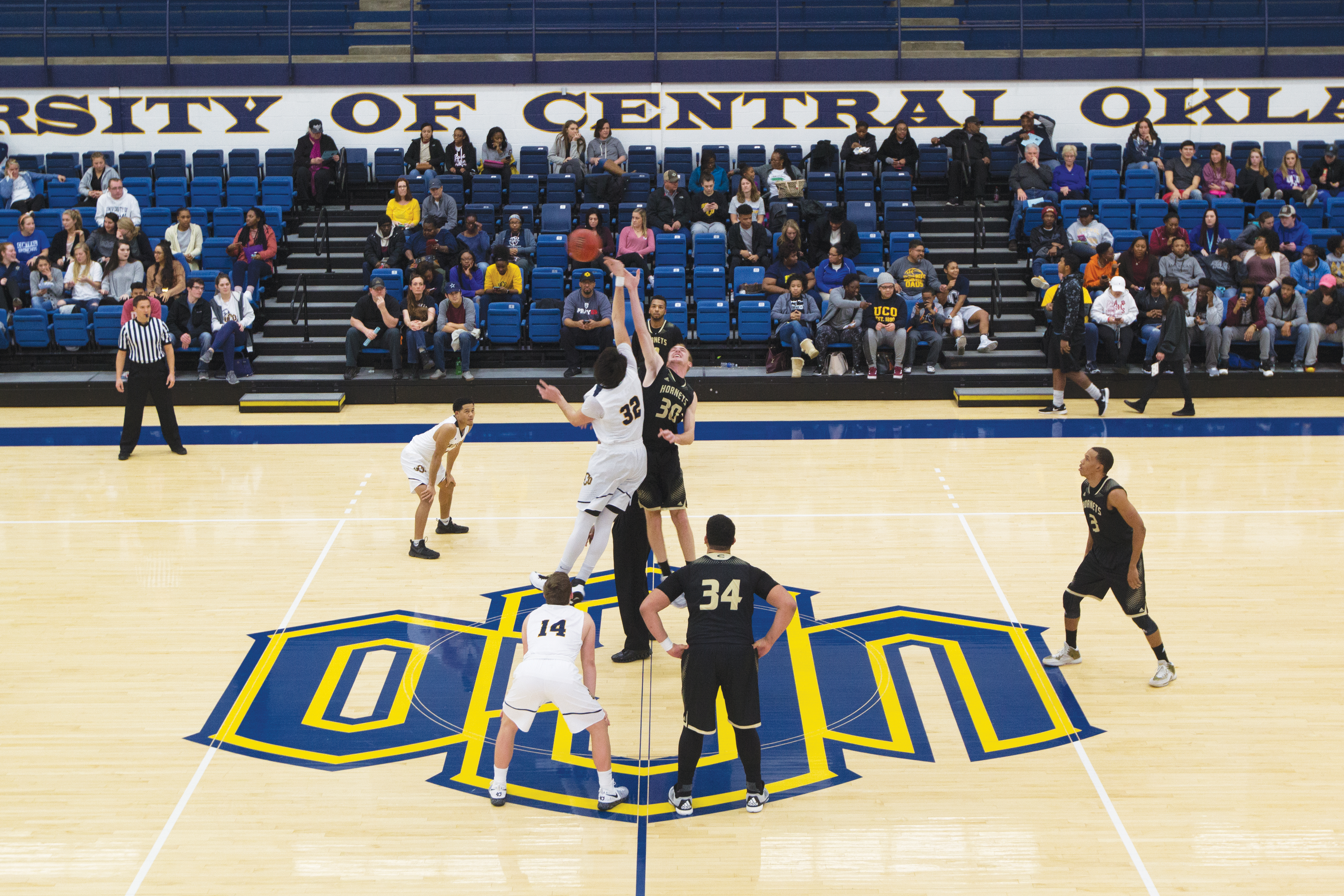 Men's basketball: Bronchos Win Big Against Emporia State